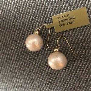 Jewelry - 14 Karat Yellow Gold Cultured pearl earrings.